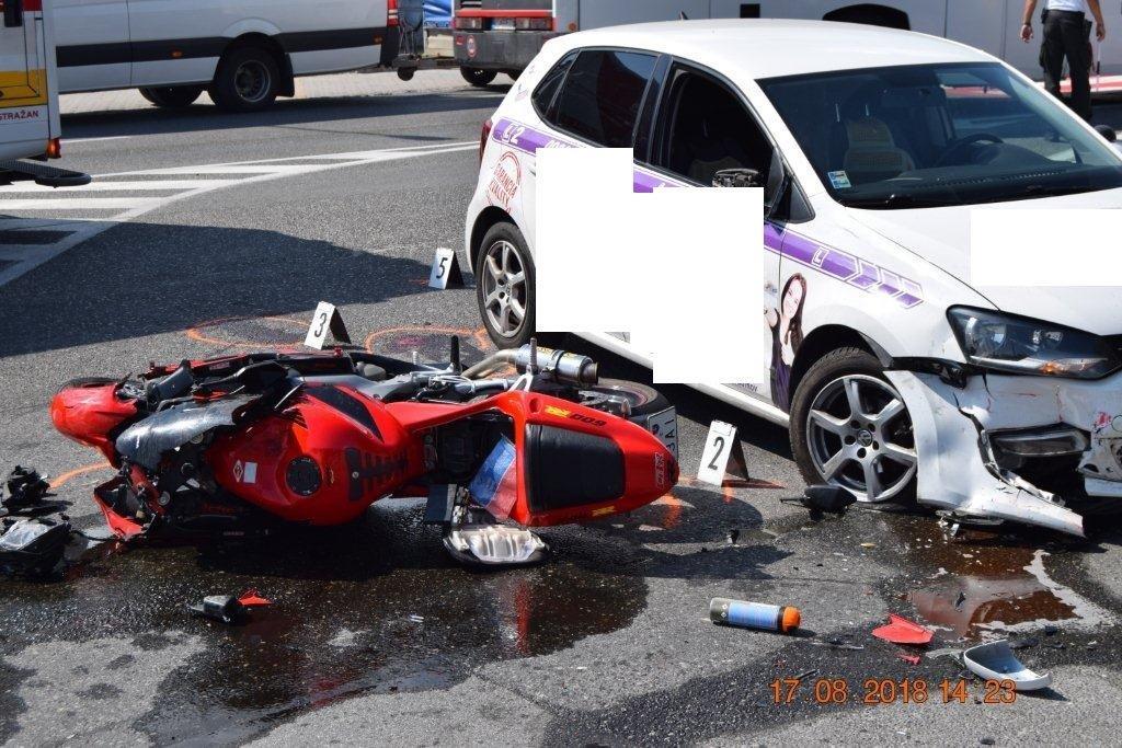 NEHODA: Zrážka mladého motorkára s osobným autom