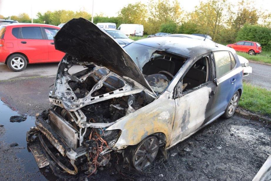 Polícia obvinila podpaľača áut v Michalovciach