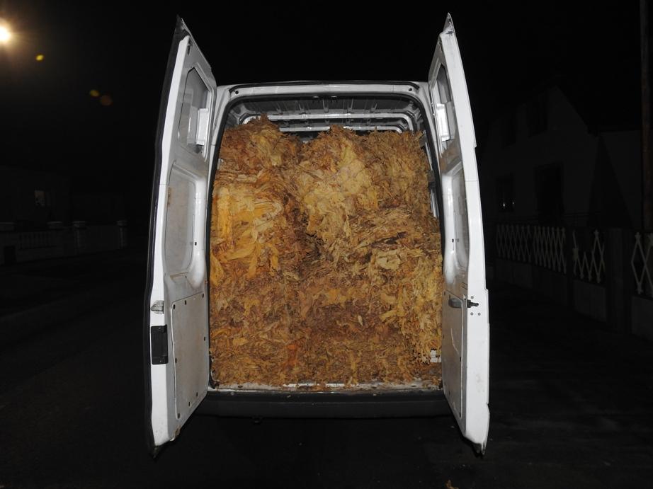 Michalovskí colníci zaistili dodávku plnú tabaku