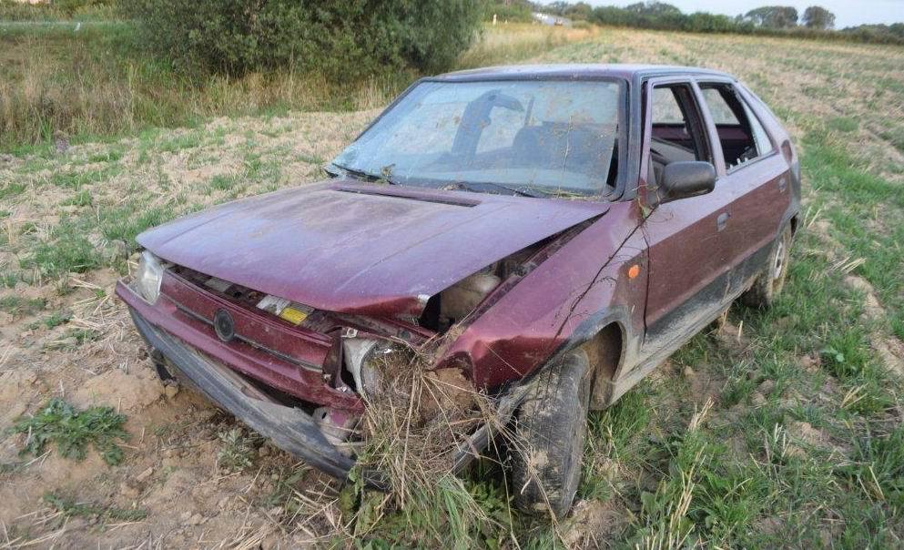 Opitý vodič z okresu Michalovce havaroval. S autom vyletel do poľa