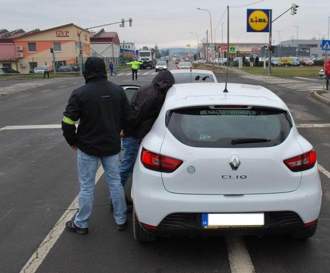 Michalovčan prevážal v aute vyše tisíc dávok drogy