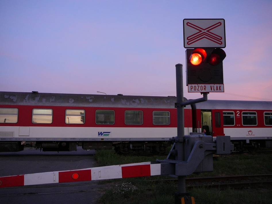 MICHALOVCE: Opravujú železničné priecestie. Rátajte s obchádzkou