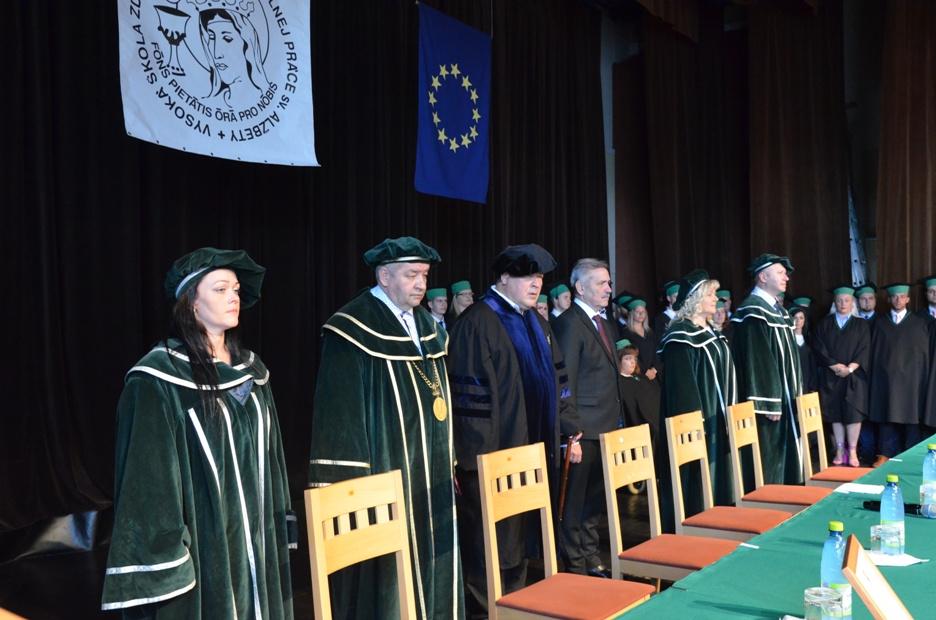 Promócia na Vysokej škole zdravotníctva a sociálnej práce sv. Alžbety