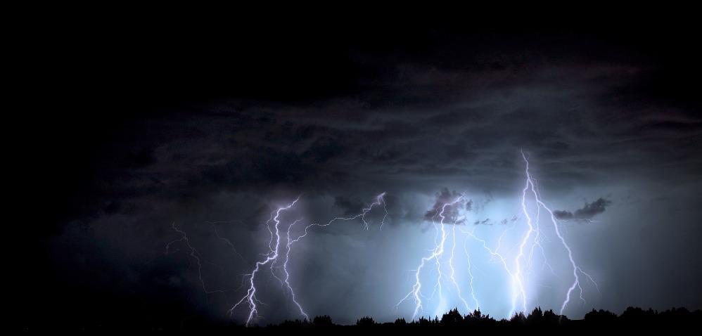 Búrky z tepla by ste nemali podceňovať, ako zostať v bezpečí?