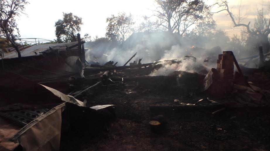 Muž úmyselne zapálil seno. Zhorela aj susedova stodola