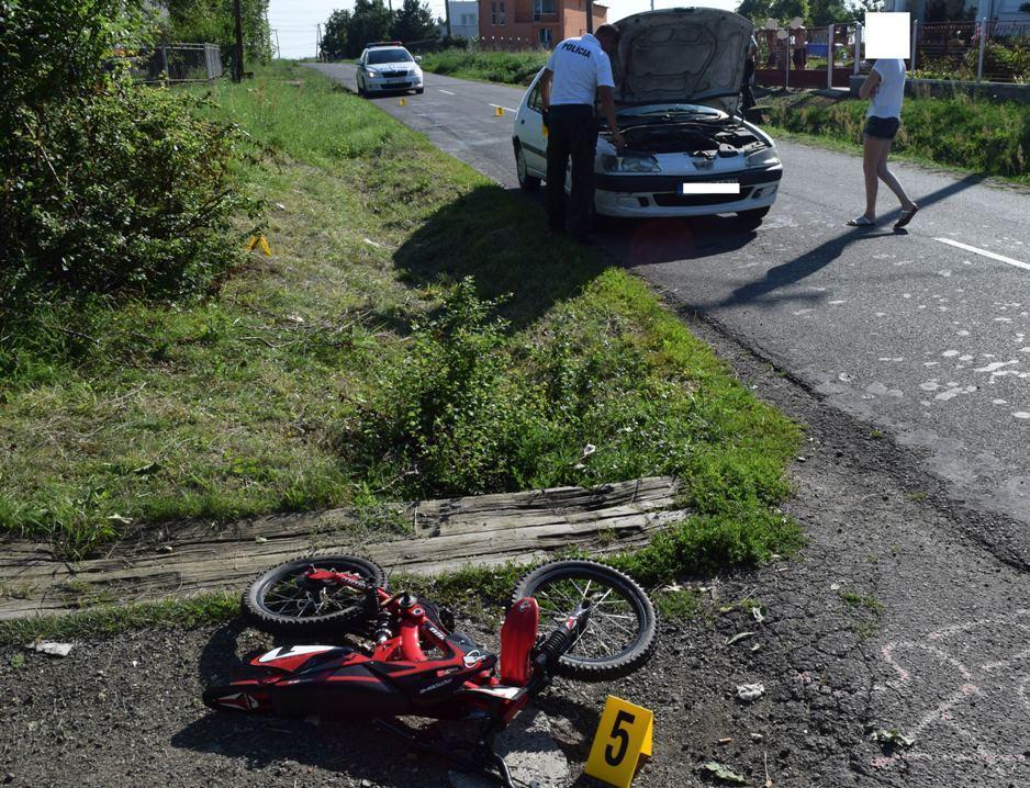 Vodička zrazila chlapca na bicykli. Z obavy o svoj život sa zamkla v aute