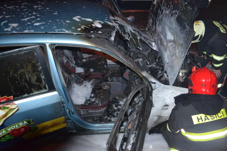 ROZRUCH V MICHALOVCIACH: Na frekventovanej ulici horelo auto